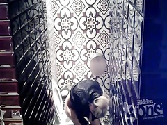 Скрытая камера в туалете клуба