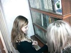 Моя подружка лесбиянка с любовницей шалит - Русское порно