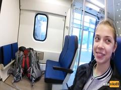 Сосёт в Московском поезде