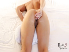 Wife insert butt plug by herself for the first time! - Tight asshole